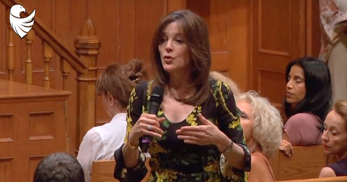 """Marianne Williamson Makes White People """"Apologize"""" to Nearest Black Person at Event"""